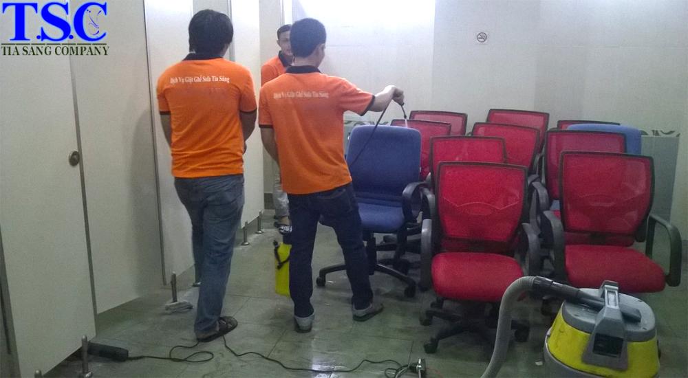 Dịch vụ giặt ghế văn phòng tia sáng
