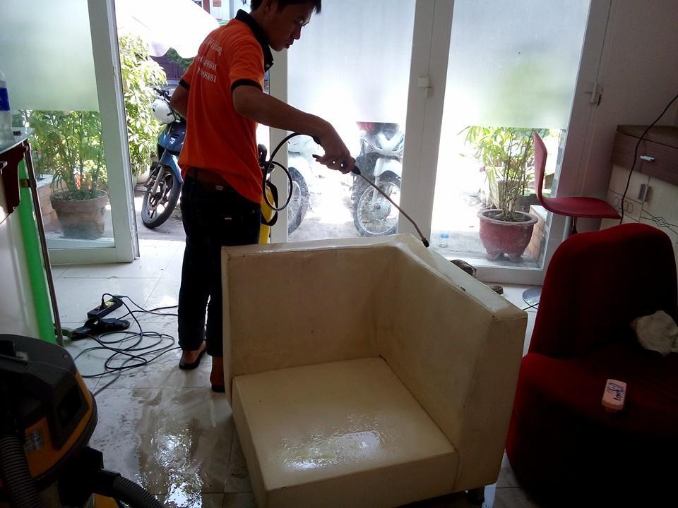 Giặt ghế sofa da tại nhà