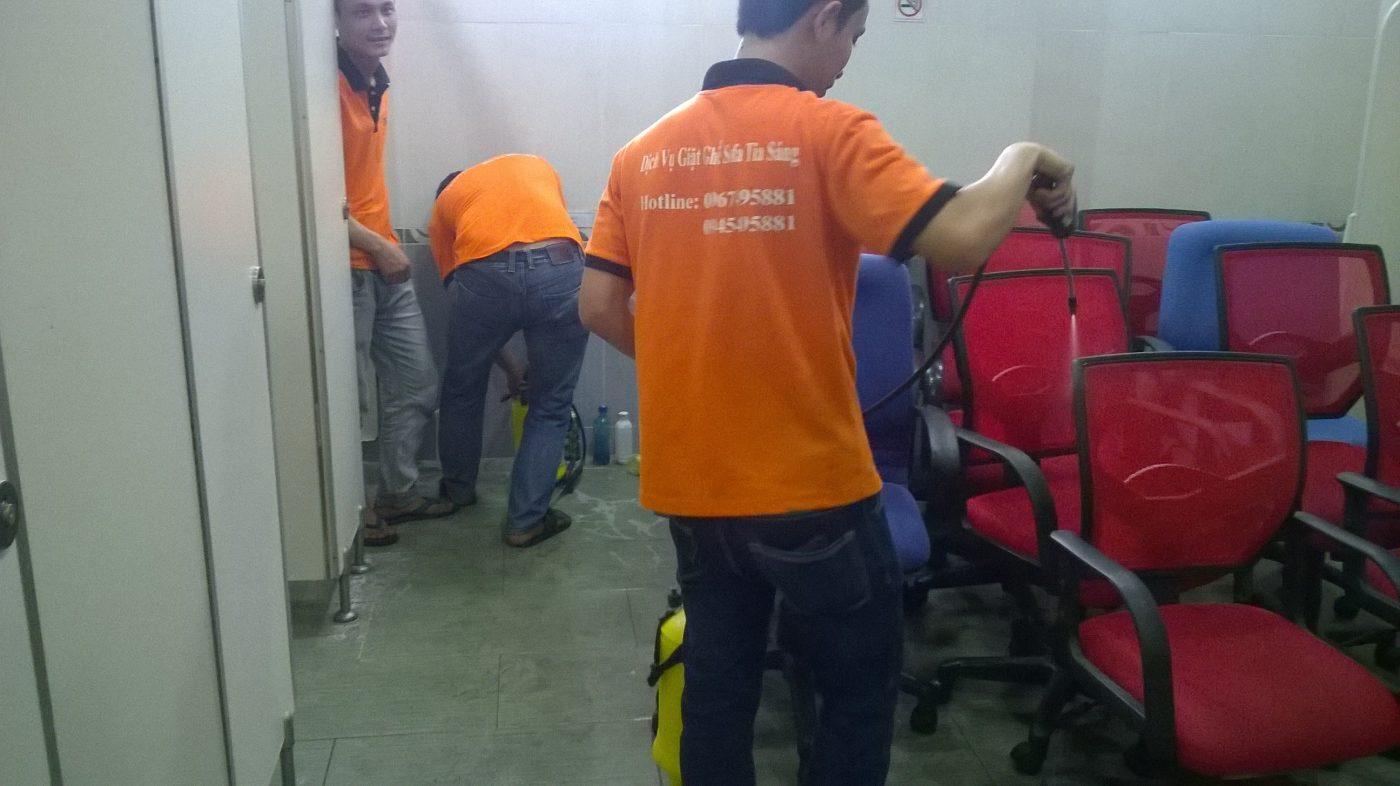 giặt ghế văn phòng tại công ty Vietjet