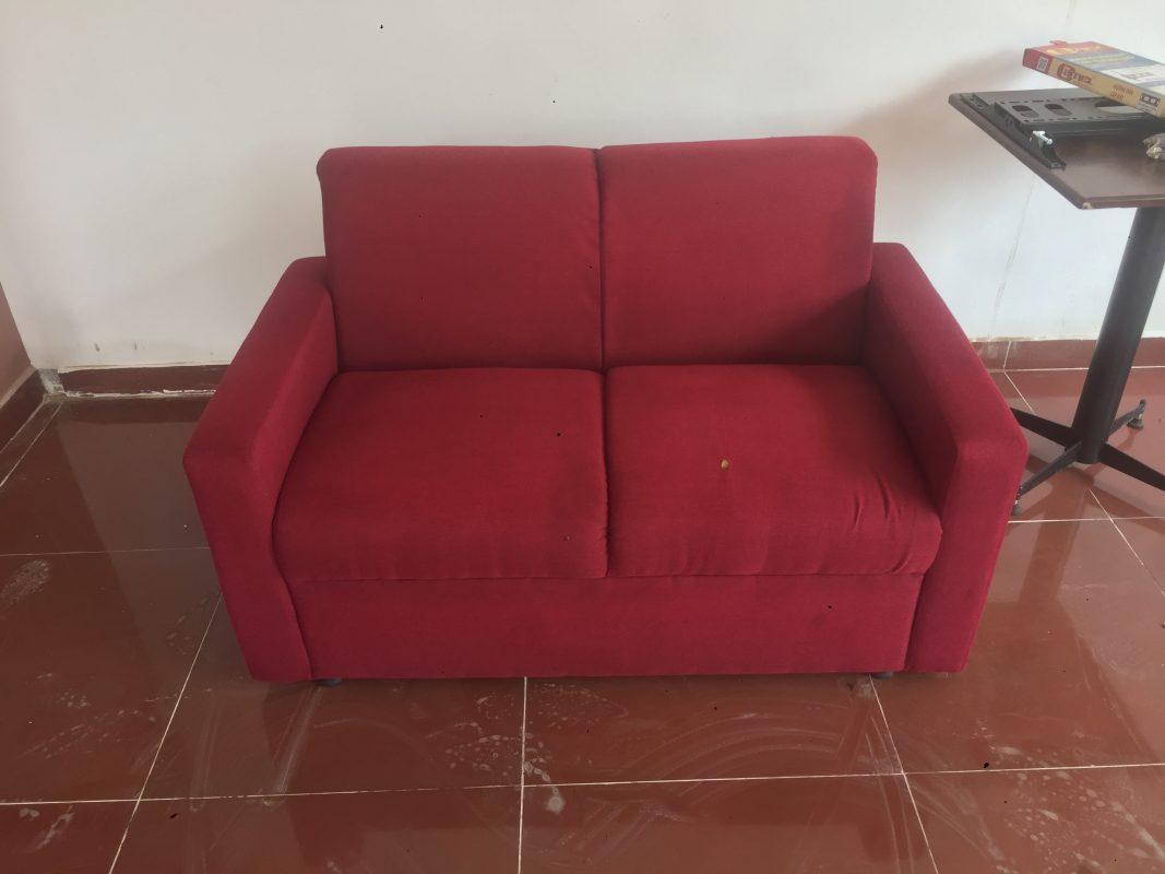 chọn sofa màu sáng, màu tối hay trung tính.